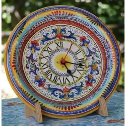 Horloge en céramique Deruta sur une assiette décorative
