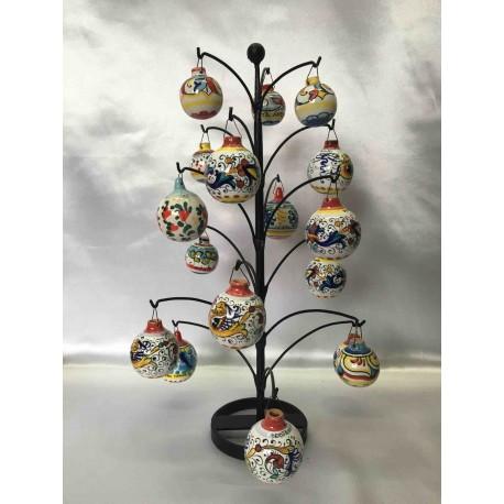 Sapin de Noël en fer forgé avec des boules en céramique