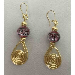 Earrings in ceramic, copper and brass in a golden bath