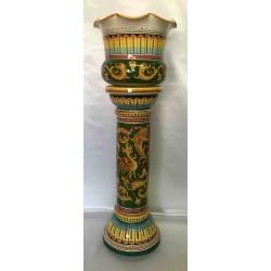 Vaso con colonna in ceramica Deruta, bordo merlato